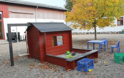 Legehus på gårdspladsen
